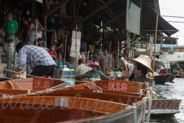 Floating market-September 01, 201413